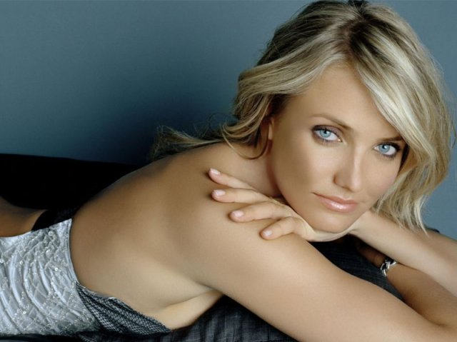 Cameron Diaz - Cameron Michelle Diaz (born August 30, 1972) is an American actress and former model. She gained fame in the 1990s with roles in the blockbuster films The Mask, My Best Friend's Wedding, and There's Something About Mary. Other notable film credits include Charlie's Angels, Vanilla Sky, Gangs of New York, and voicing Princess Fiona in the Shrek series. Diaz received Golden Globe nominations for her performances in There's Something About Mary, Being John Malkovich, Vanilla Sky, and Gangs of New York. - , Celebrity, Cameron, Diaz, American, actress, former, model - Spielen Puzzles mit Cameron Diaz oder senden Cameron Diaz puzzle ecards an deine Freunde </td><td valign=