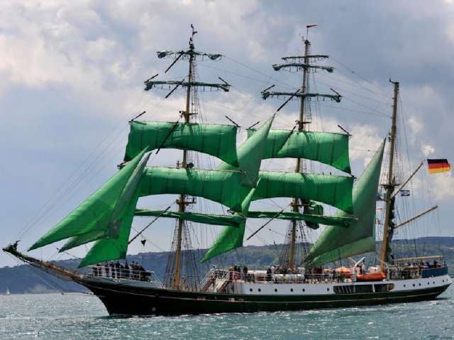 Nice Sailing Ship - Yachts and Ships -  Nice Sailing Ship - , Yachts, Ships, Nice, Sailing, Ship - Play puzzles with Nice Sailing Ship or send Nice Sailing Ship puzzle ecards to your friends </td><td valign=