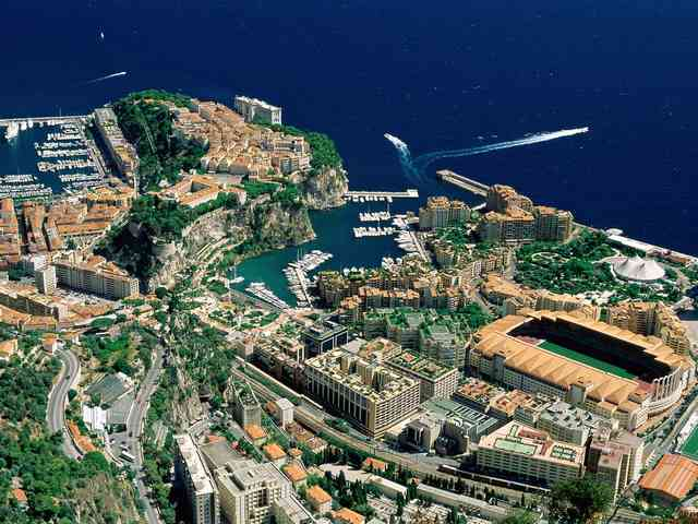 Monaco - Aerial View of Monaco - , Aerial, View, Monaco, places, travel - Play puzzles with Monaco or send Monaco puzzle ecards to your friends </td><td valign=