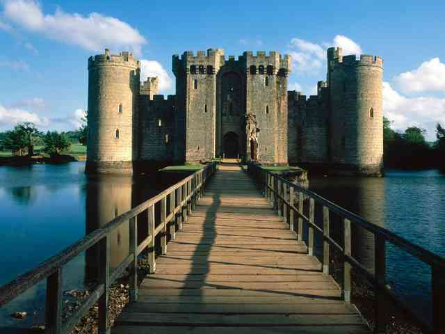 Bodiam Castle - Bodiam Castle, England - , Bodiam, Castle, England, places - Play puzzles with Bodiam Castle or send Bodiam Castle puzzle ecards to your friends </td><td valign=