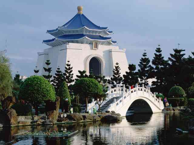 Chiang Kai-Shek - Chiang Kai-Shek, Memorial Hall in Taipei, Taiwan - , Chiang, Kai-Shek, Memorial, Hall, in, Taipei, Taiwan, places, travel - Play puzzles with Chiang Kai-Shek or send Chiang Kai-Shek puzzle ecards to your friends </td><td valign=